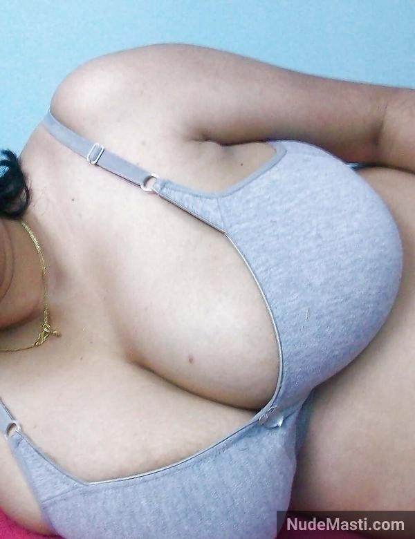 Cheating Gujarati aunty huge boobs in bra