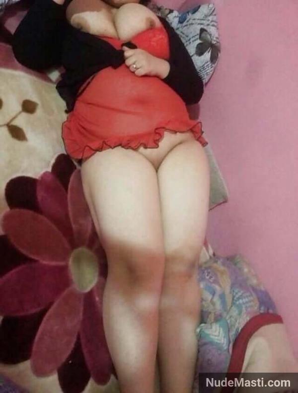Desi mumbai wife in bed with big boobs exposed