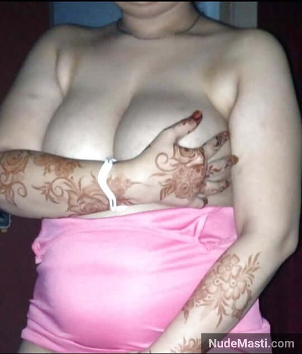 Sexy mumbai wife squeezing huge tits