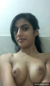 Hot Indian college girl nude selfie